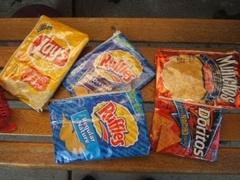 Коллекцию пустых упаковок от чипсов оценили в 10 тысяч фунтов
