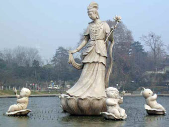 Скульптура Хэ Сяньгу