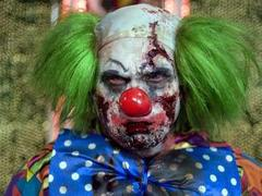 Посетителей парка развлечений обвинили в нападении на зомби и привидений