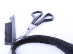 Неожиданное отключение электричества оставило клиентку парикмахерской без волос