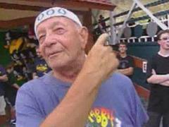 Пенсионер за один день прокатился на американских горках 90 раз