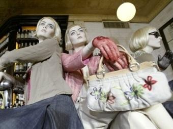 Манекены в магазине DKNY в Нью-Йорке. Фото ©AFP