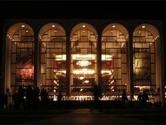 Метрополитен-опера поставил рекорд по предсезонным продажам билетов