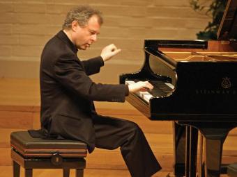 В Санкт-Петербурге выступит пианист Андраш Шифф