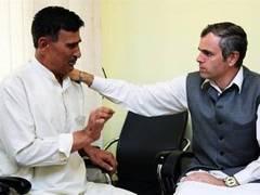 Премьер-министр Кашмира простил полицейского-ботинкометателя