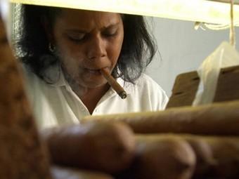 Кубинские пенсионеры лишились субсидий на сигареты