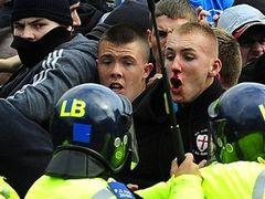 Британская полиция арестовала 13 противников радикального ислама