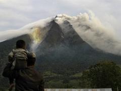Жителей Суматры эвакуировали из-за вулкана