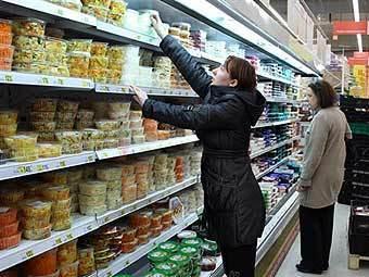 Покупатели в московском супермаркете. Фото ©AFP