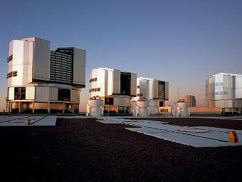 Телескопы массива VLT. Фото ESO