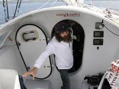 Яхта Федора Конюхова попала в шторм у берегов Сомали