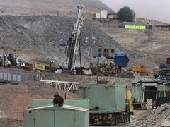 У спасателей чилийских шахтеров сломался бур