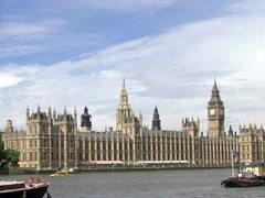 Лейбористов возмутило продление работы британского парламента