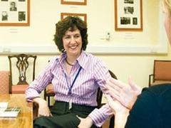 Британское правительство обвинили в дискриминации глухого дипломата