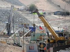 Чилийские спасатели пробурили скважину к замурованным шахтерам
