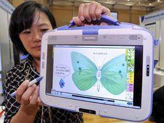 Япония заменит бумажные учебники электронными