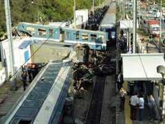 57 человек пострадали в результате столкновения поездов в Тунисе