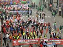 В Европе начались массовые уличные выступления