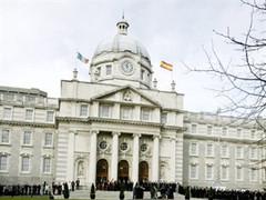 В ворота ирландского парламента врезался грузовик