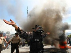 Президент Эквадора укрылся от демонстрантов в больнице