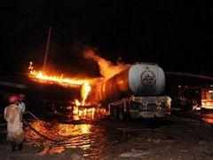 Пакистанские талибы сожгли автоколонну НАТО