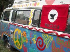 Американская семья встала на защиту хиппового микроавтобуса от чиновников