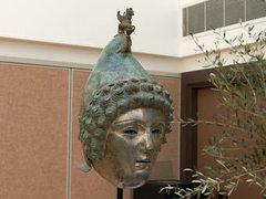 Найденный археологом-любителем римский шлем продали за 3,6 миллиона долларов