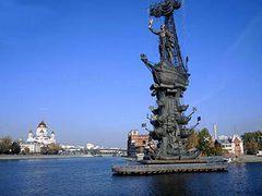 Памятник Петру останется на месте до весны