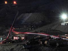 Замурованных чилийских шахтеров выстроили в очередь