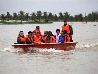 В Китае из-за наводнений эвакуировали полмиллиона человек