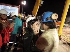 Чилийский художник создал 33-этажный крест для замурованных шахтеров