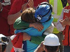 Из шахты в Чили подняли 25 горняков