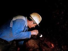 В шахте золотого прииска блокированы четыре эквадорских горняка