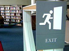Любвеобильному пенсионеру запретили посещать библиотеки