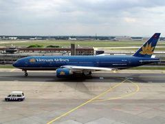 Пассажиры вьетнамского лайнера травмировались на пути в Париж