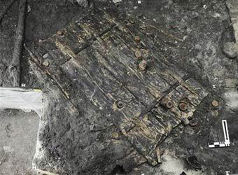 Обнаруженная археологами дверь. Фото ©AP