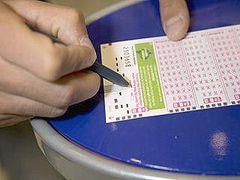 Британский пенсионер выбросил выигрышный лотерейный билет
