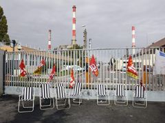 Франция сможет обойтись без НПЗ в течение трех месяцев