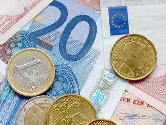 Центробанк усилил рубль еще на 25 копеек по отношению к евро