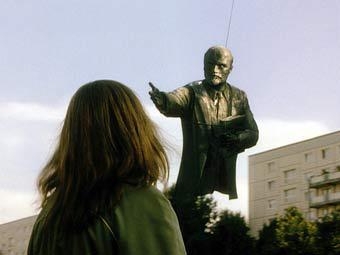 """Кадр из фильма """"Гудбай, Ленин!"""""""