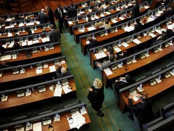 Парламент Косово голосует за вотум недоверия правительству