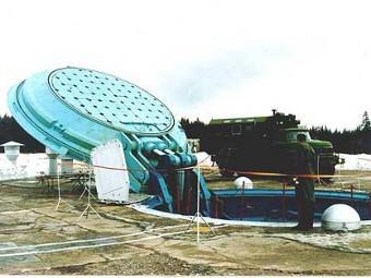 В шахтах место жидкостным ракетам.  У нас...  Крыша шахтной пусковой установки моноблочной твердотопливной ракеты...