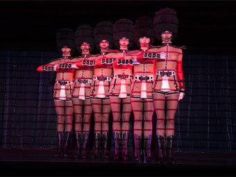 Выступление Crazy Horse. Фото с сайта lecrazyhorseparis.com