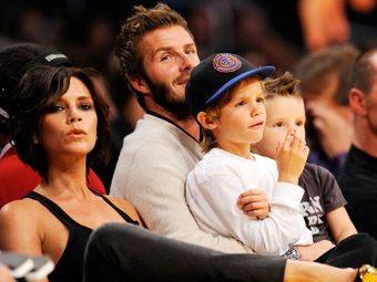 Дэвид и Виктория Бекхэм с сыновьями Крузом и Ромео. Фото ©AFP