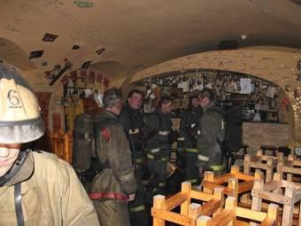 """Пожарные в баре """"Леприкон"""". Фото с сайта mchs.tatar.ru"""