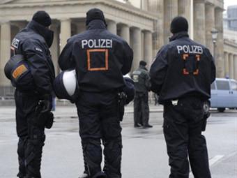 12-летние девочки в пижамах угнали машину на севере Германии