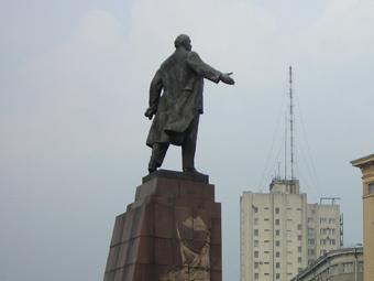 Памятник Ленину на центральной площади Харькова. Фото пользователя Vandecamp с сайта wikipedia.org
