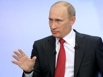 """Владимир Путин во время """"прямой линии"""". Фото с сайта premier.gov.ru"""