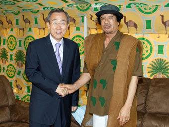 Генсек ООН Пан Ги Мун и Муаммар Каддафи