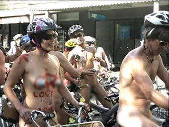 В Австралии более сотни голых велосипедистов выступили против кровопролития в Ливии Picture
